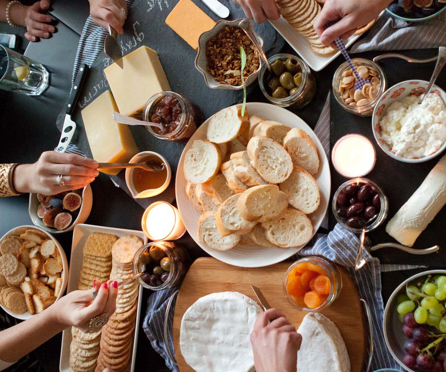 10 Tips to Throwing the Perfect Christmas Dinner Party ...