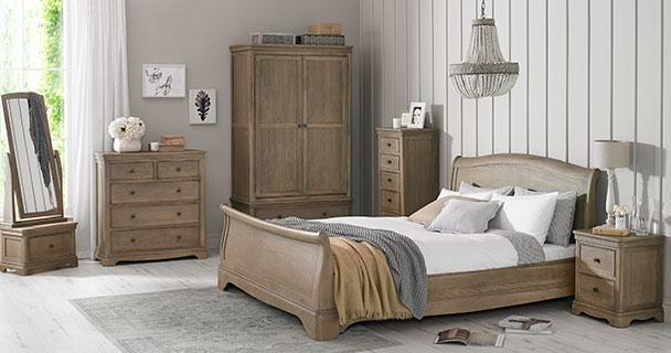 Kilmar Oak Bedroom